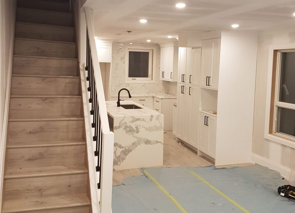 basement kitchen with crown moulding trim